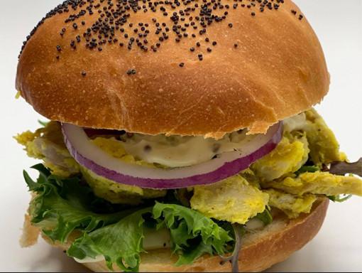 Sandwich au poulet au cari