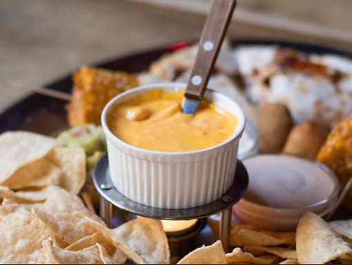 Craquelins, croustilles et salsas